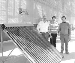 Desarrollan la primera placa solar que produce frío y calor